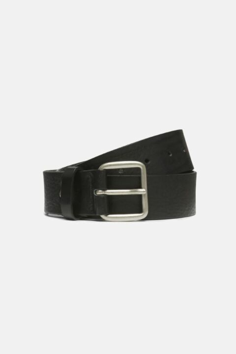 Belt with masculine buckle