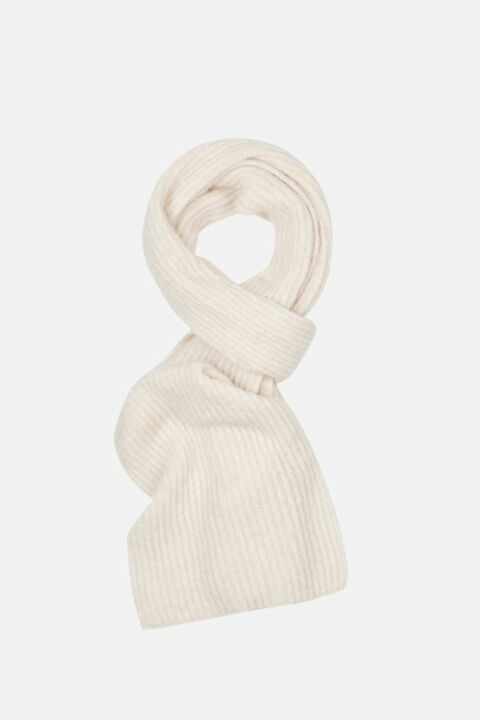 Knitted ribbed scarf
