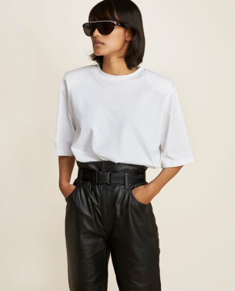 T-shirt with big shoulders