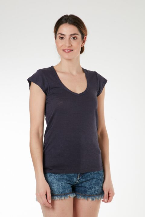 Basic linen v-neck t-shirt
