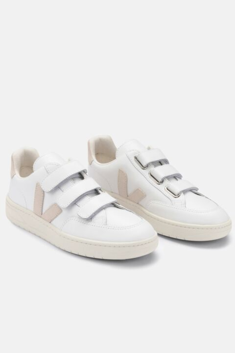 Low sneakers with straps