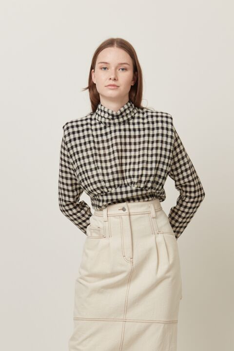 Femine top with shoulder pads