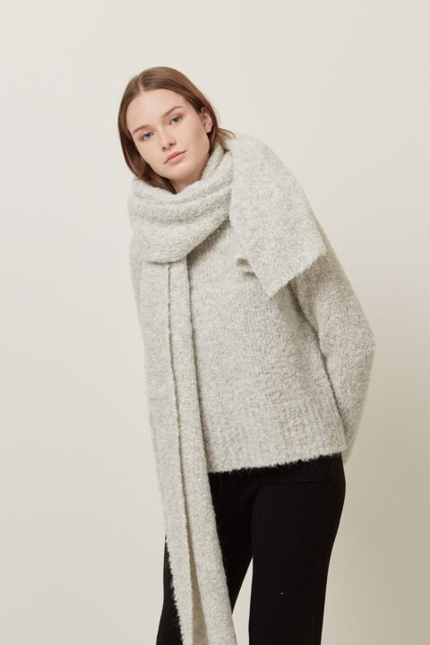 Bouclé knitted scarf