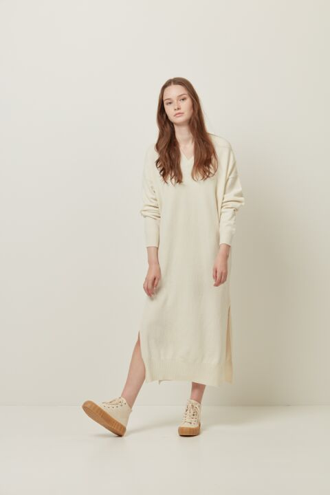 Long knitted dress with v-neck