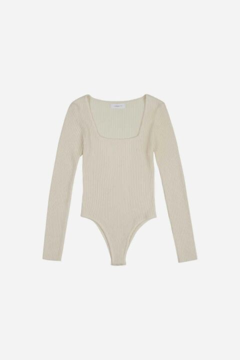 Knitted body with long sleeves