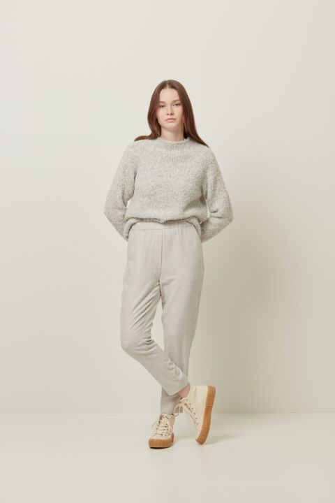 Tapered pants with elastic