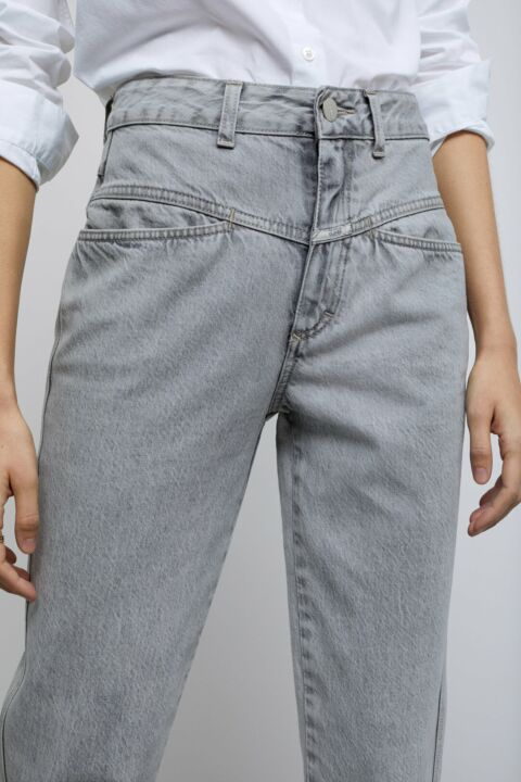 Grey pedal pusher jeans